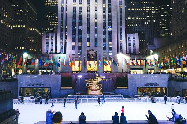 YouTube 【ニューヨーク・ロックフェラーセンタ-観光】ジングルベルを演奏するストリートミュージシャン アメリカにとってクリスマスは特別な日?
