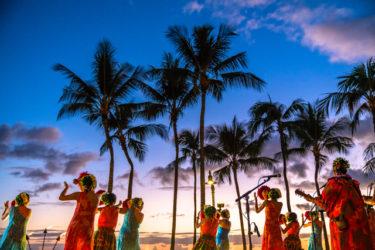 YouTube 【本場ハワイフラダンス】ワイキキビーチ オススメ! クヒオビーチ無料フラダンスを見てきました【ハワイ満喫】