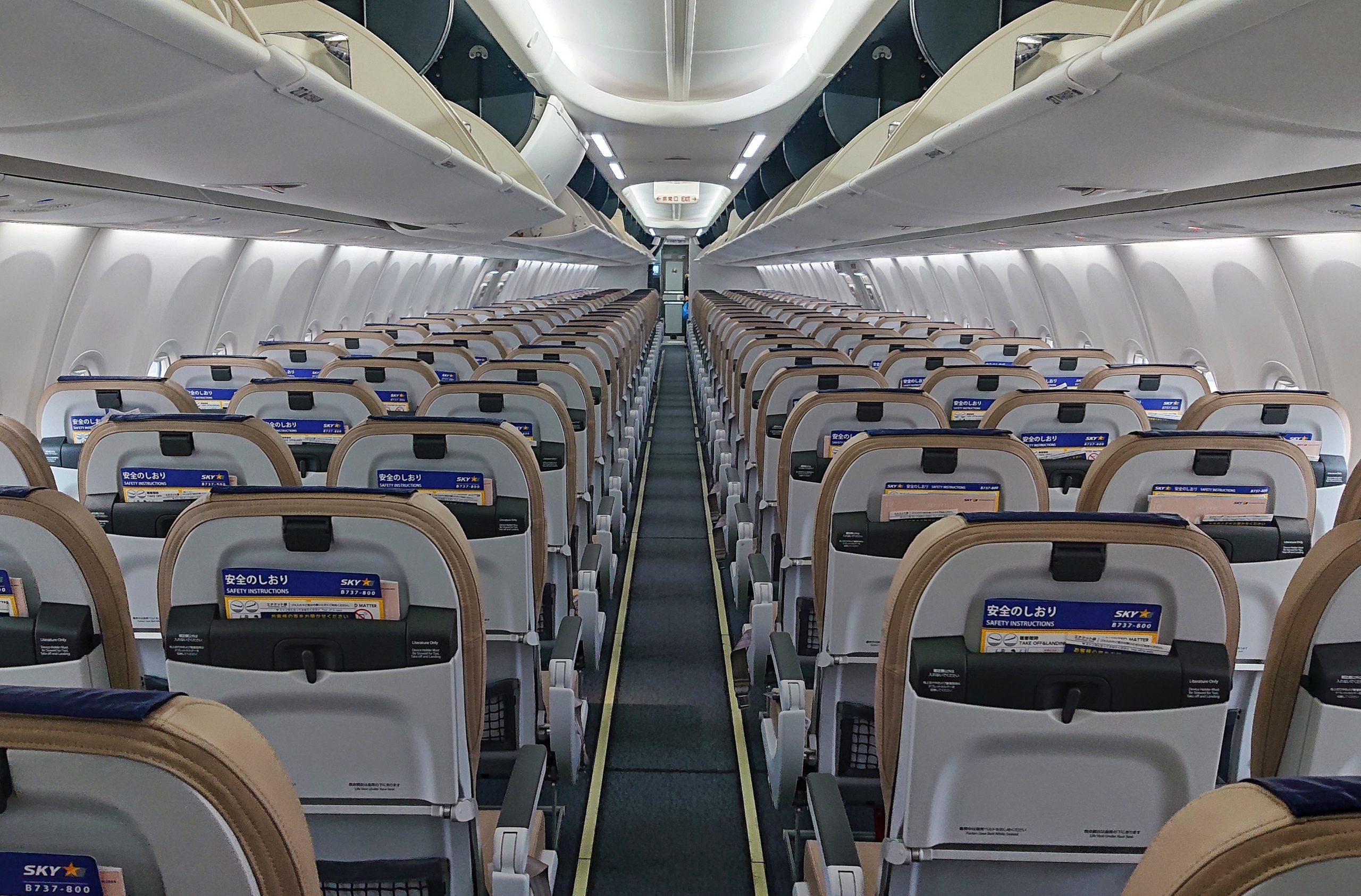 【旅の技術】飛行機の座席は右側?左側? 飛行経路図をまず確認